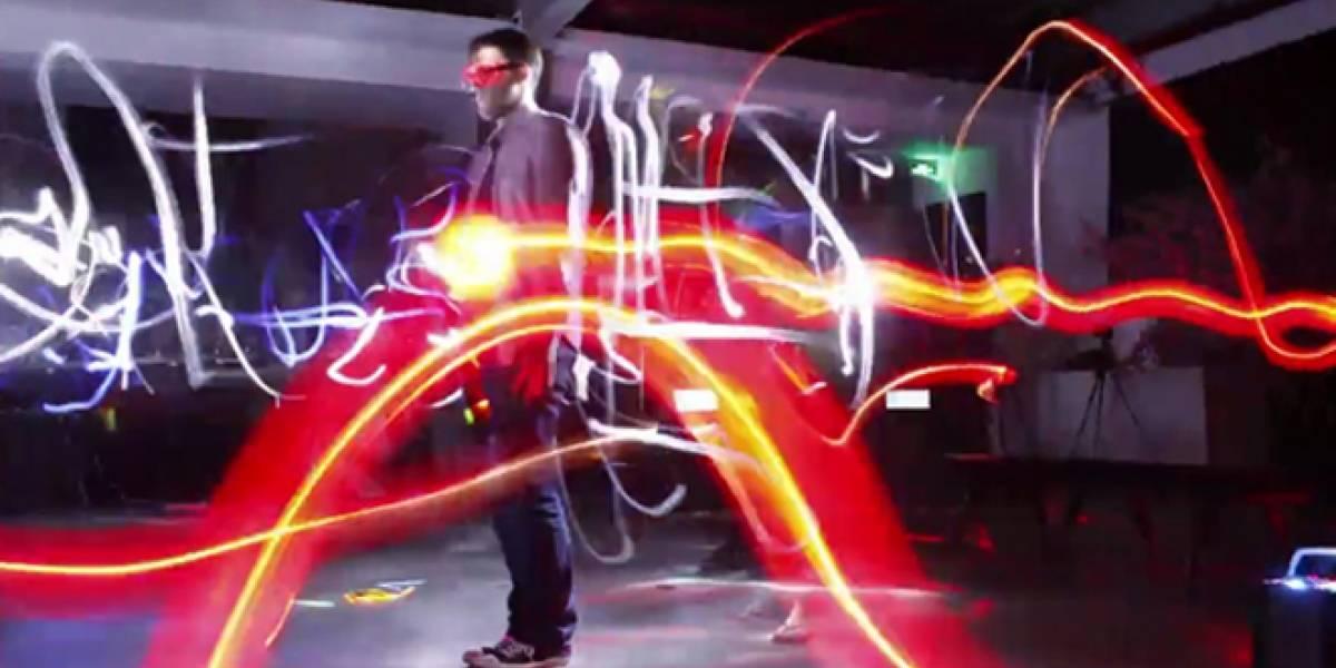 Pinturas de luz hechas con 96 cámaras presentadas en efecto bullet time