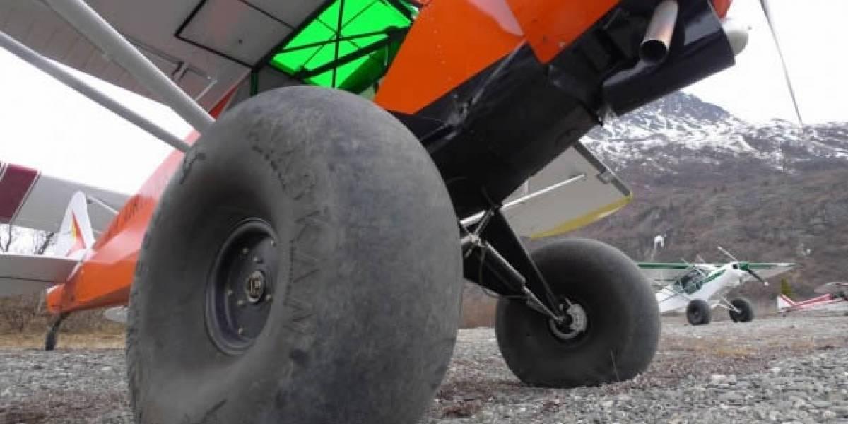 Video: Avión con patones aterriza y despega en un par de metros