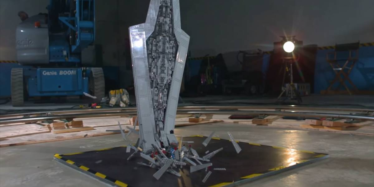 Un Super Star Destroyer de Lego es destrozado a 1000 cuadros por segundo