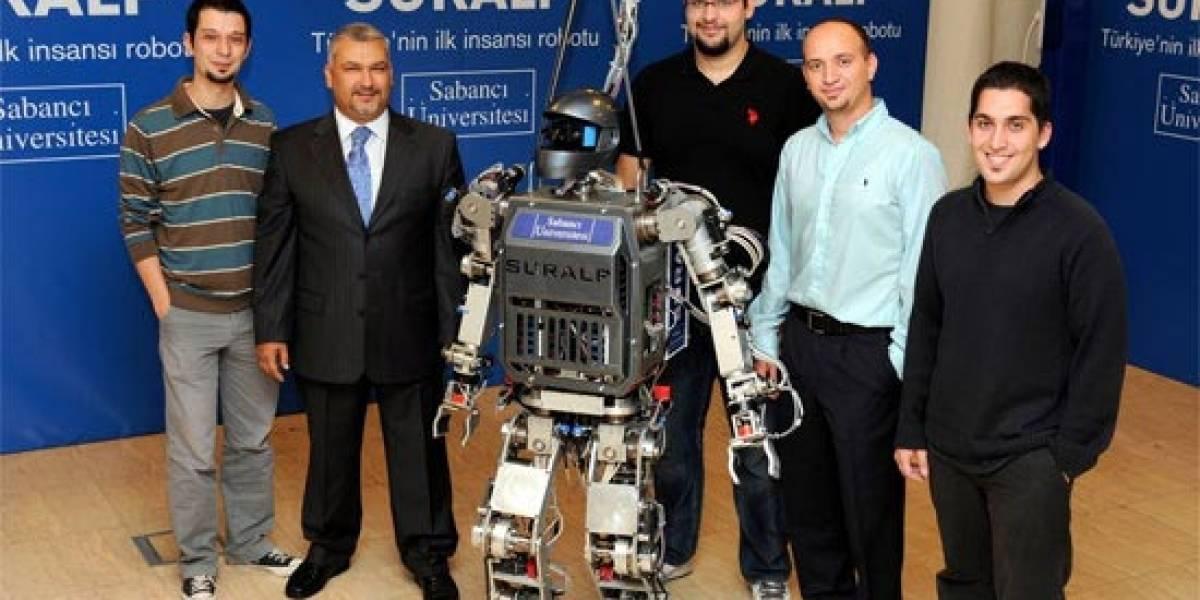 Ingenieros turcos presentan el primer robot del país