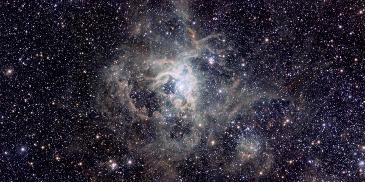 Nebulosa de la Tarántula desde Cerro Paranal, Chile