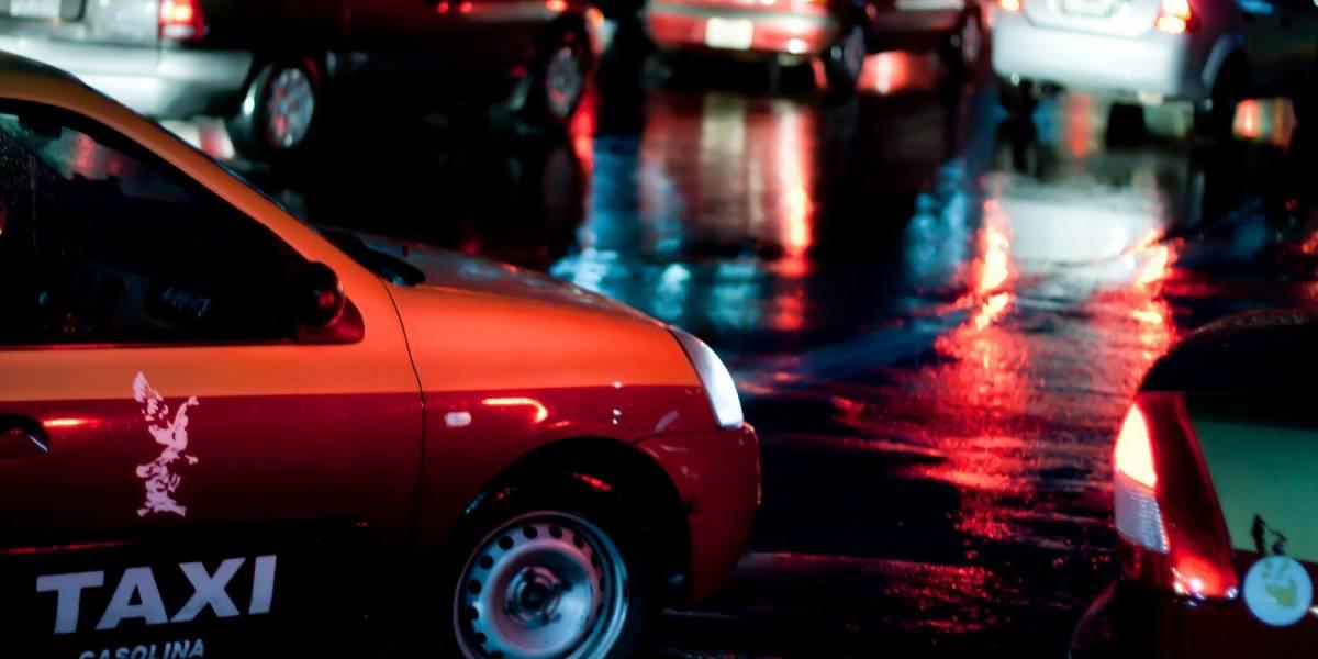Taxistas de la Ciudad de México arremeten contra Uber y Cabify