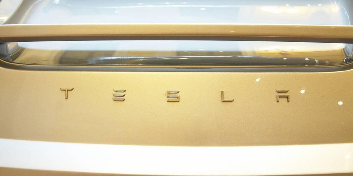 """Elon Musk confirma conversaciones con Apple, pero dice que una venta es """"improbable"""""""