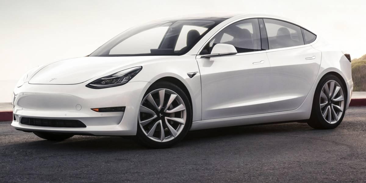 Internet enloquece con el Tesla Model 3, pero la compañía podría quebrar