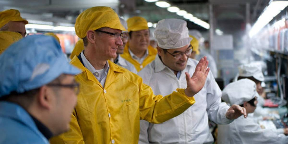 El CEO de Apple, Tim Cook, visita una planta de Foxconn en China