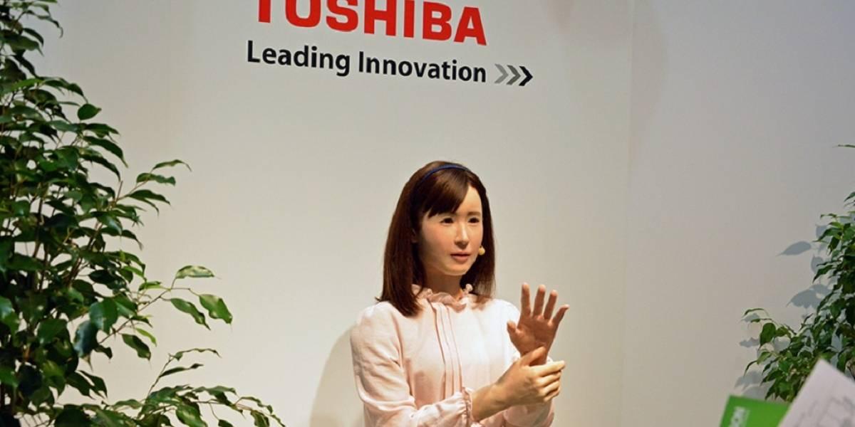 Toshiba utiliza un androide para comunicarse mediante lenguaje de señas