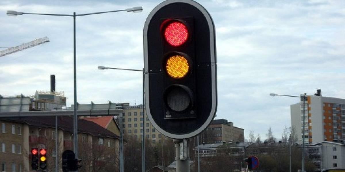 Crean modelo de semáforos que regulan sus luces según el tráfico