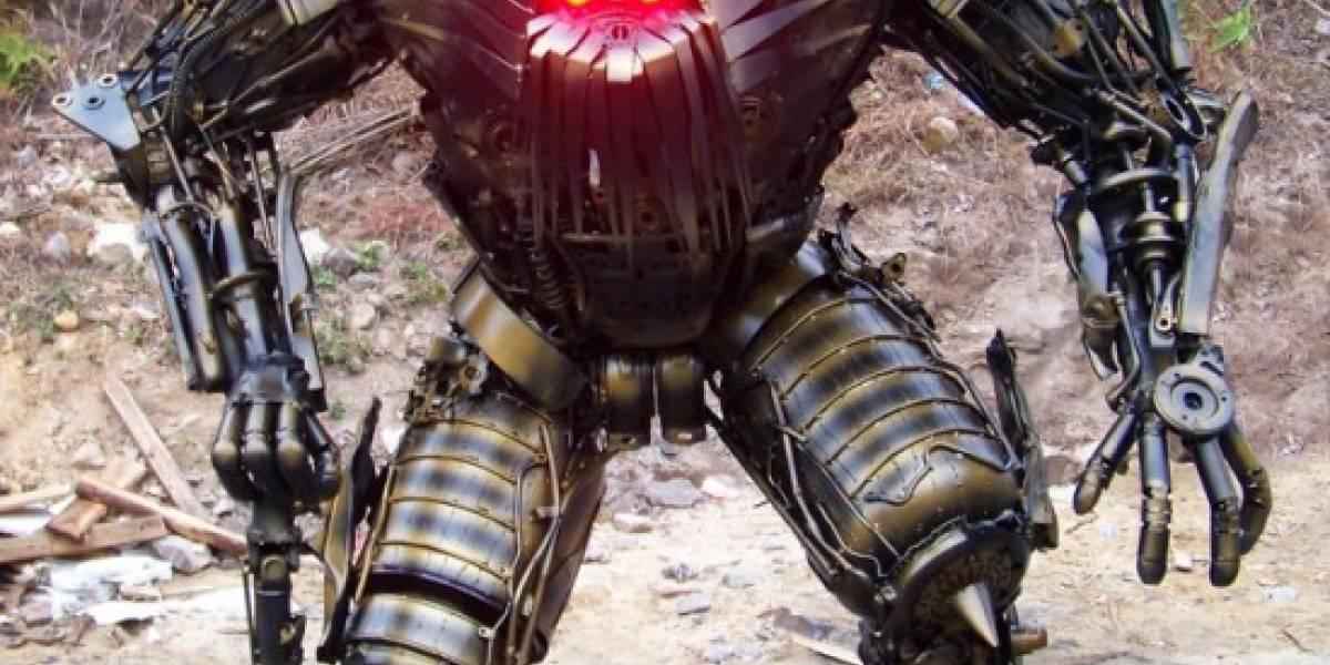 Un chino construye un ejército de Transformers