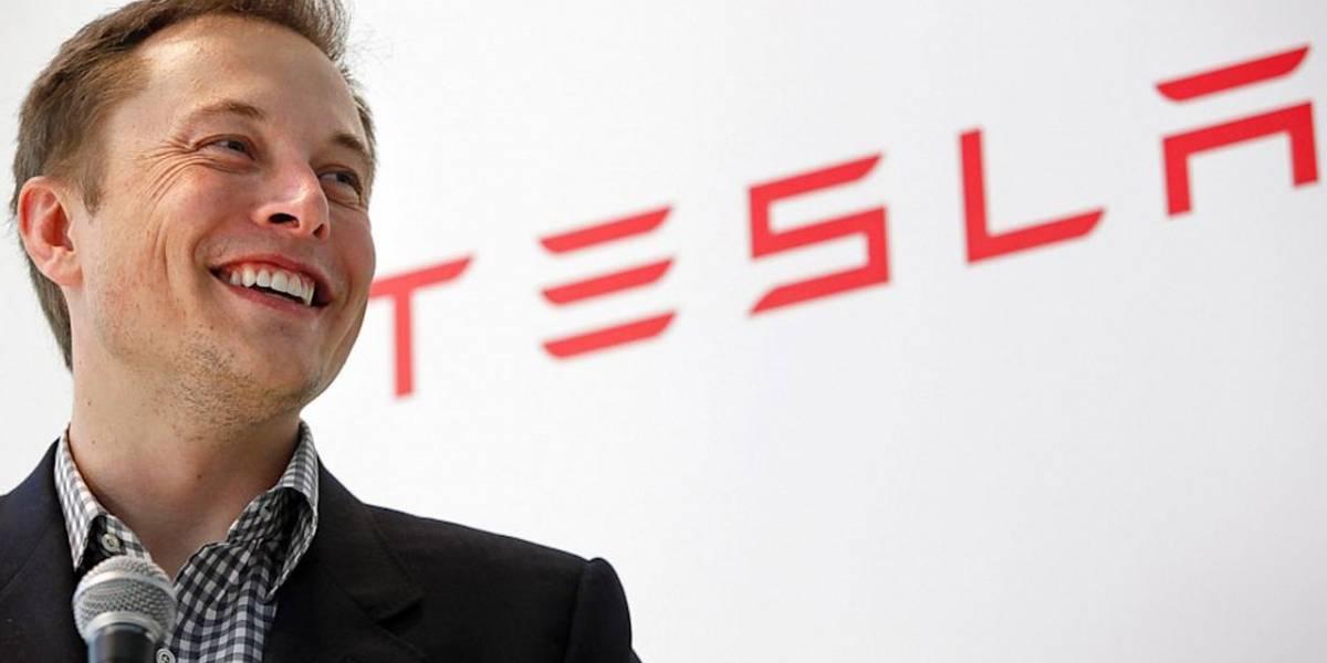Tesla promete un auto que se maneja solo para el próximo año