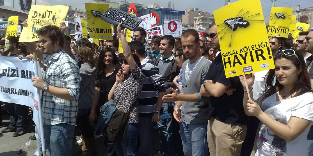 Turquía aprueba leyes extremas para controlar Internet
