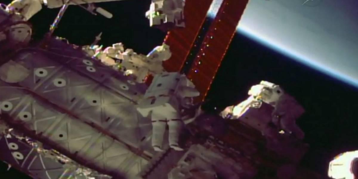 VIDEOS. Astronautas culminan caminata espacial para reparar brazo robótico de la EEI