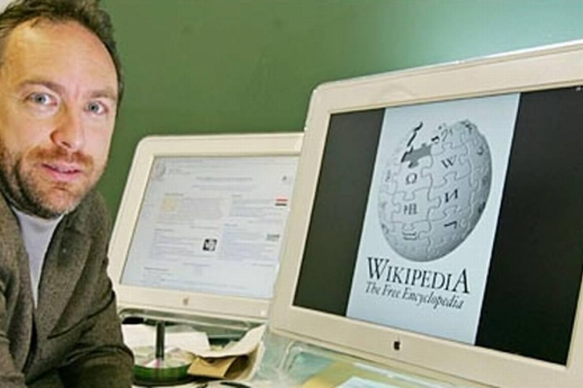 Jimmy Wales rompe las reglas de Wikipedia para dar con la identidad de Edward Snowden