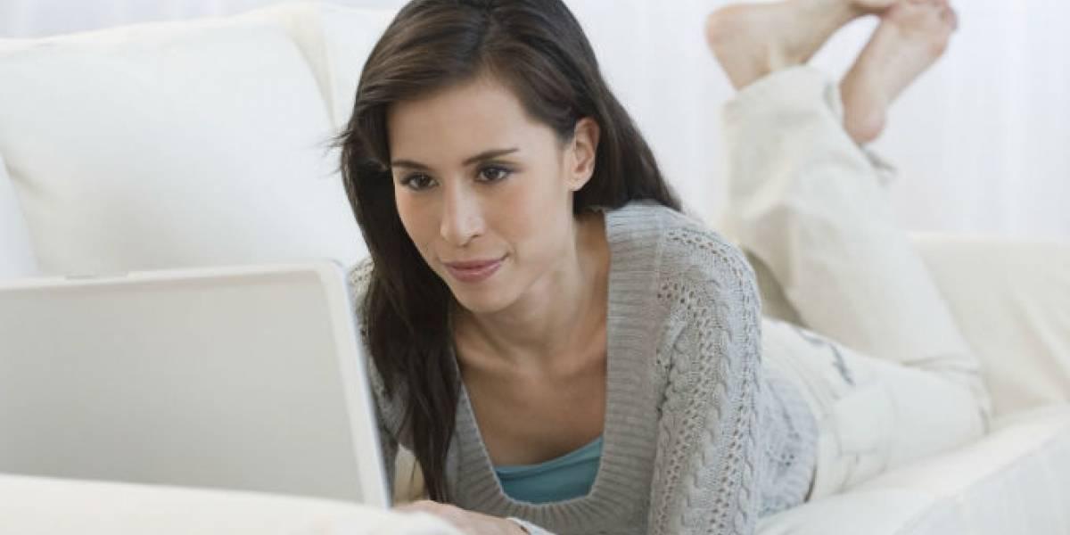 Mujeres serían más propensas a convertirse adictas a Facebook