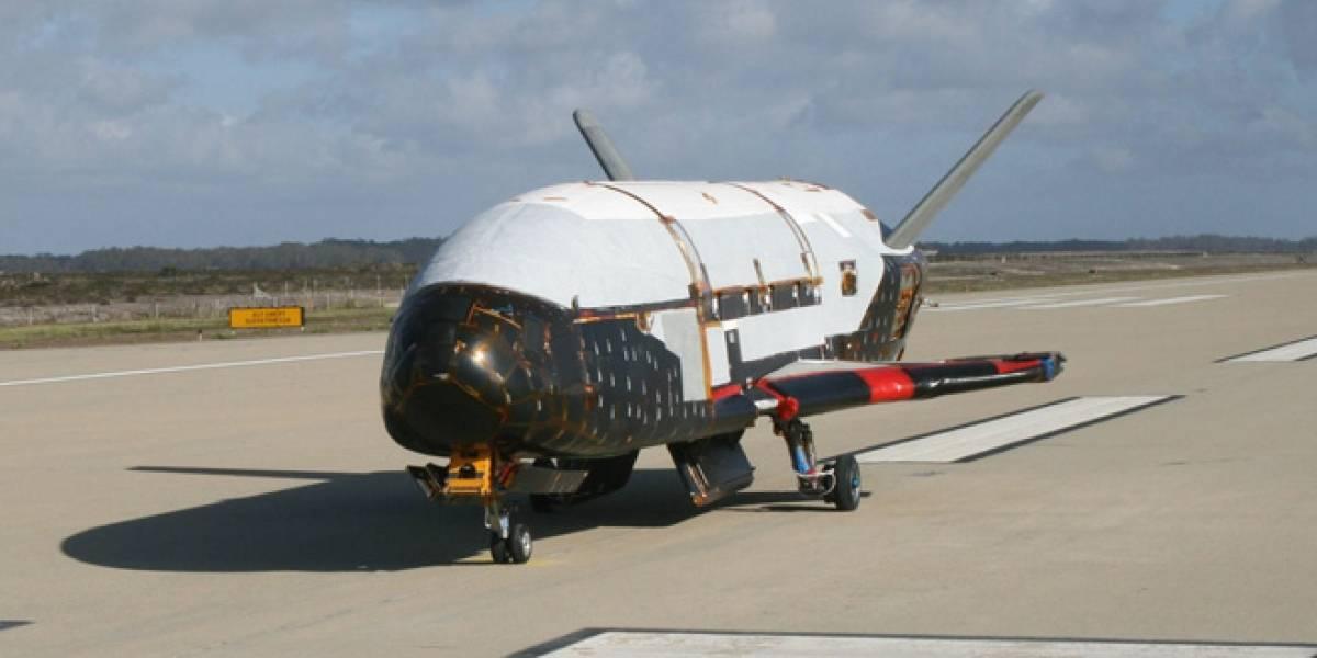 Nave X-37B vuelve a la Tierra después de misión secreta de 15 meses