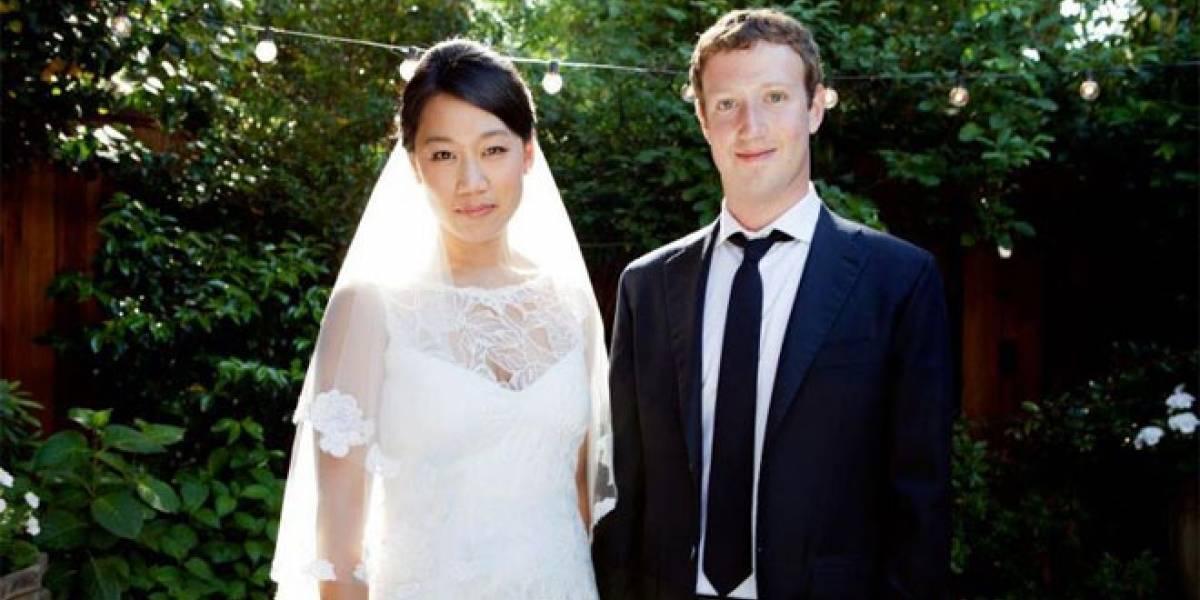 Zuckerberg actualiza a 'casado' su estado en Facebook