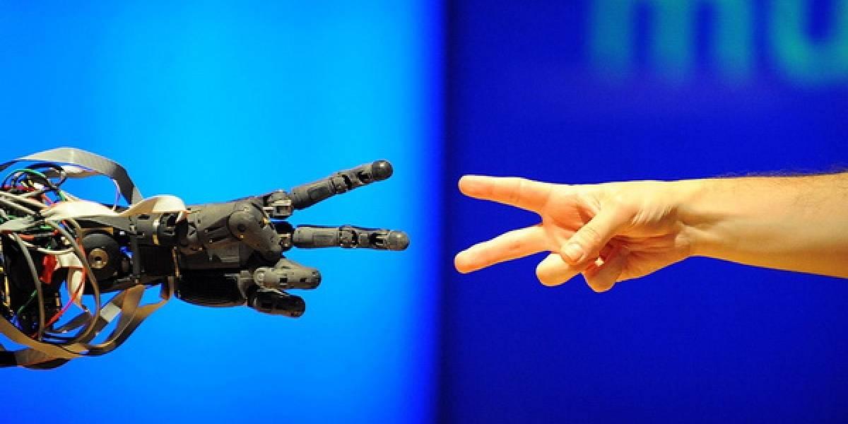 Sin Palabras: Jugando Cachipún con Berti el robot