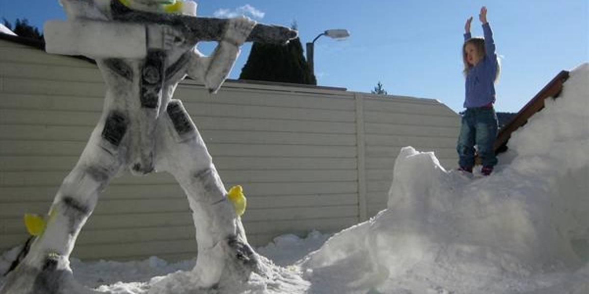 Robot de Macross hecho de nieve