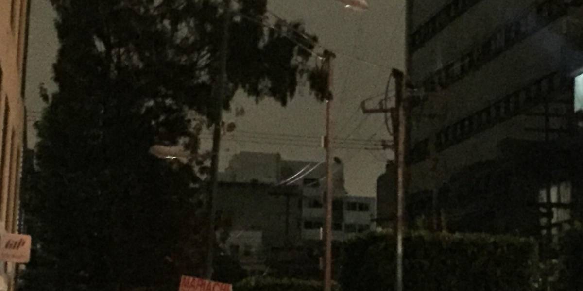 Lluvia y viento provocan apagones en varias colonias de la CDMX