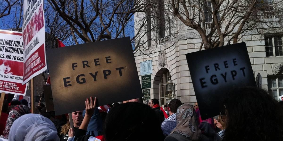 """Egipto: Luego de la """"primavera árabe"""" las redes sociales siguen siendo el arma de los manifestantes"""