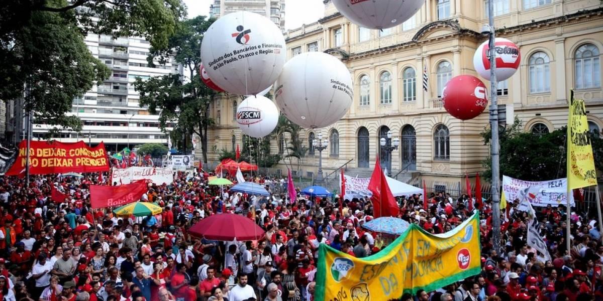 """Em clima de revolta e campanha, simpatizantes de Lula lamentam """"condenação por goleada"""""""
