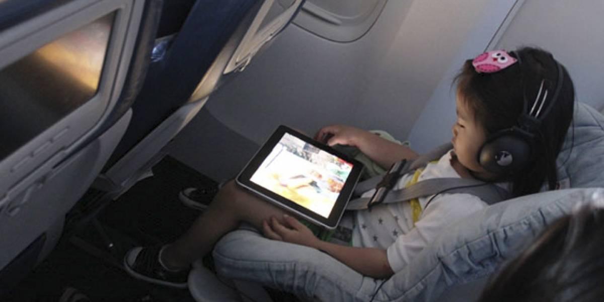 Se iniciarán pruebas para permitir el uso de tabletas mientras despega o aterriza un avión