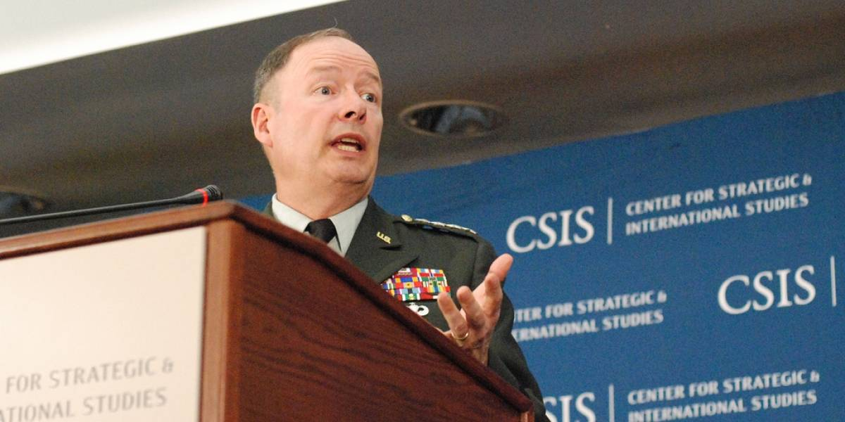 Director de la NSA intenta recomponer relaciones con los hackers
