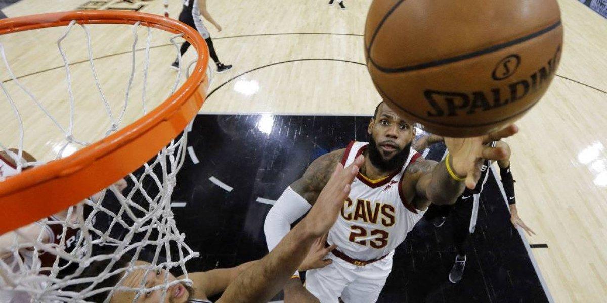 LeBron James sigue sumando marcas en la NBA