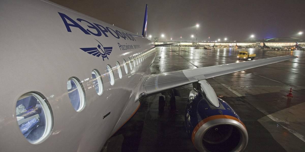 Snowden obtiene permiso para dejar el aeropuerto de Moscú