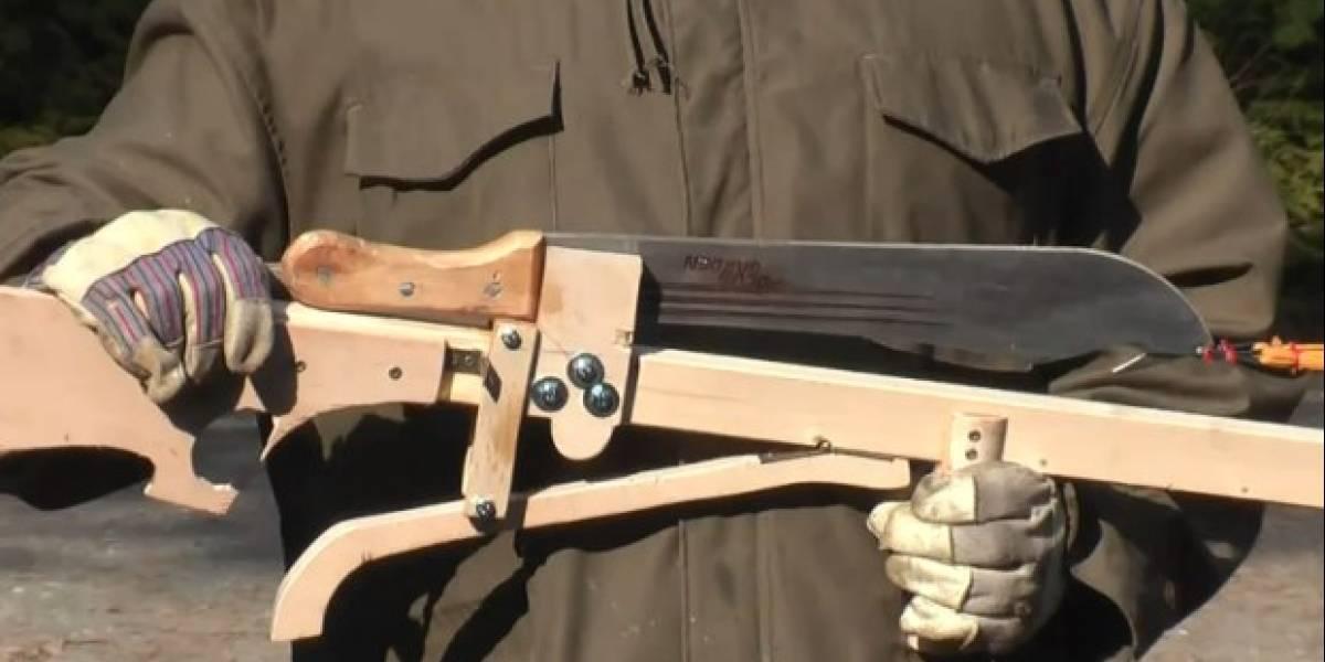 Esta ballesta para lanzar machetes quizás nunca debió ser creada