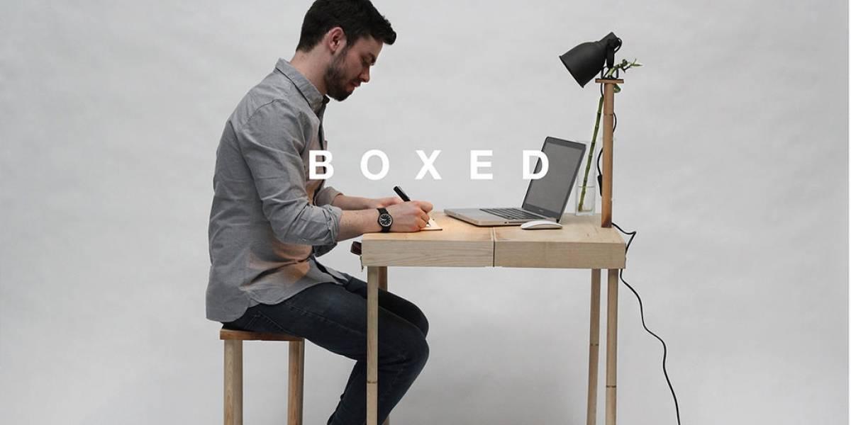 BOXED: Un portafolio de madera que se convierte en mesa y lámpara