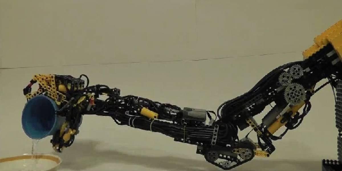Si alguna vez pierdo un brazo, quiero tener esta prótesis robótica de Lego