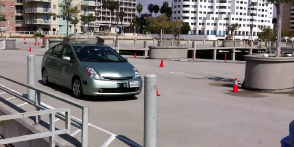 Google muestra su auto que se maneja solo en TED