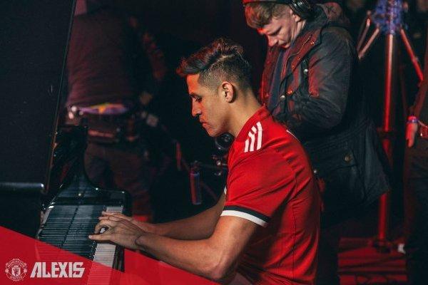 Alexis demostrará si tiene dedos para el piano / imagen: Facebook Manchester United