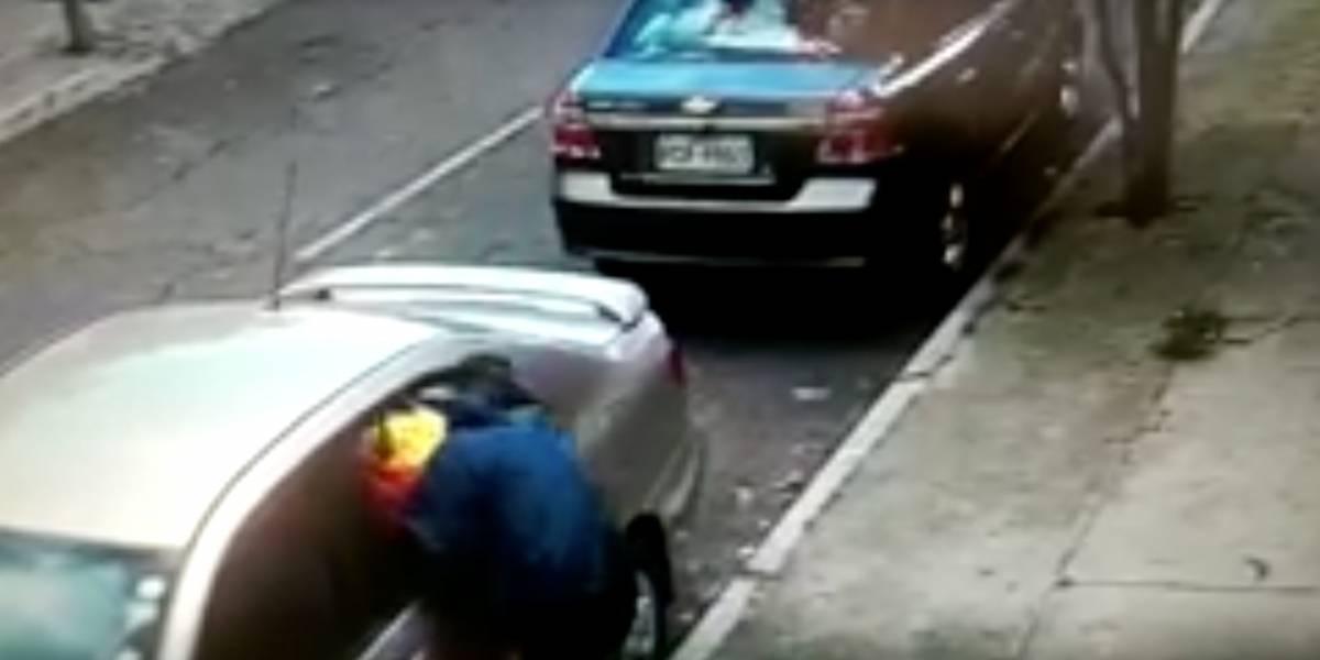 Video revela modalidad de robo a vehículos en Quito