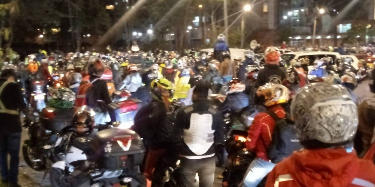 Con enfrentamientos ante la Policía, motociclistas protestan en Bogotá