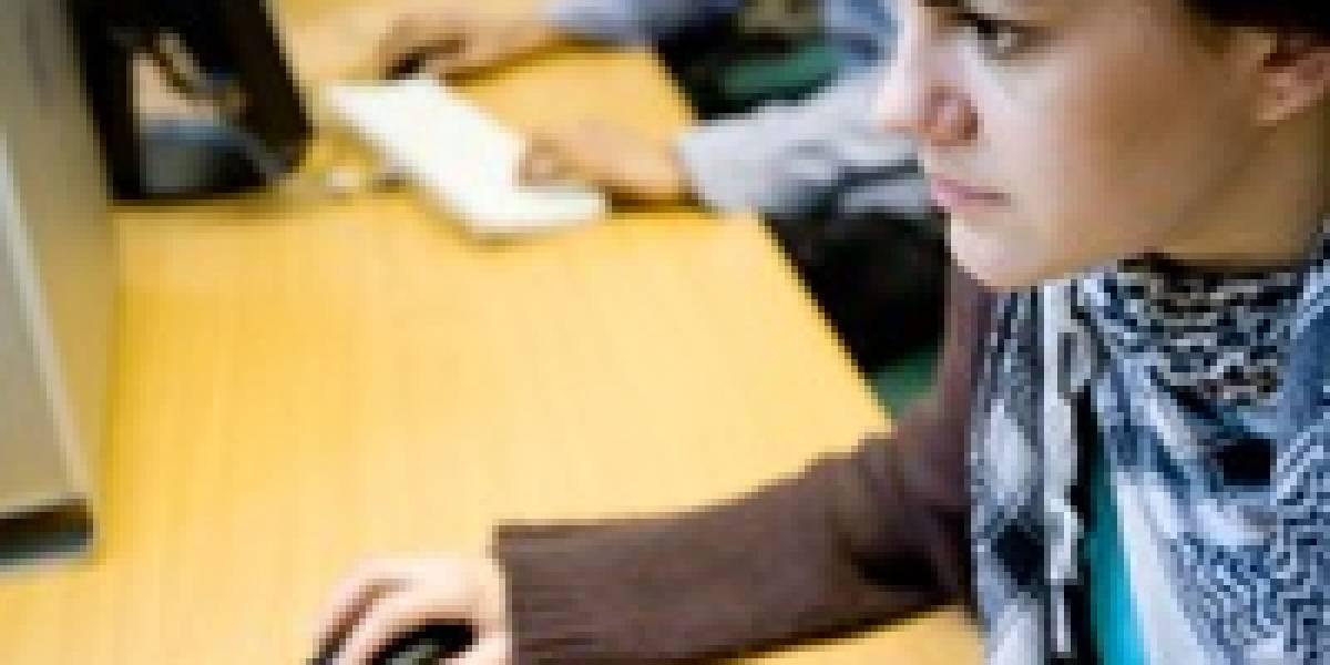 Una de cada cuatro mujeres usa Internet para espiar a sus parejas