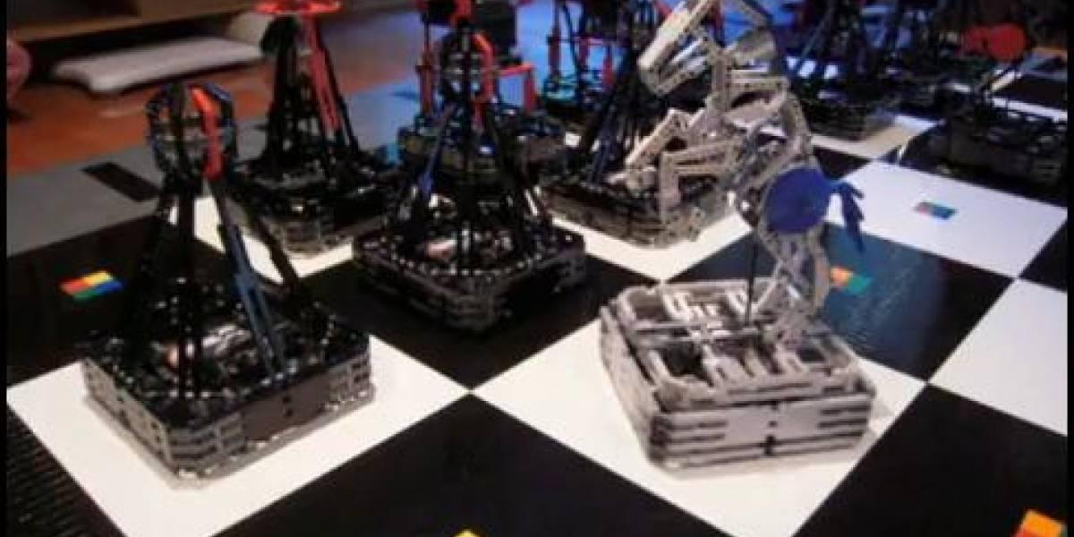 Ajedrez gigante hecho con 100 mil piezas Lego