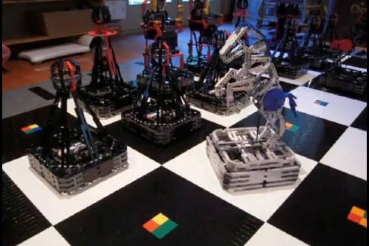 Ajedrez gigante hecho con 100 mil piezas lego - Piezas lego gigantes ...