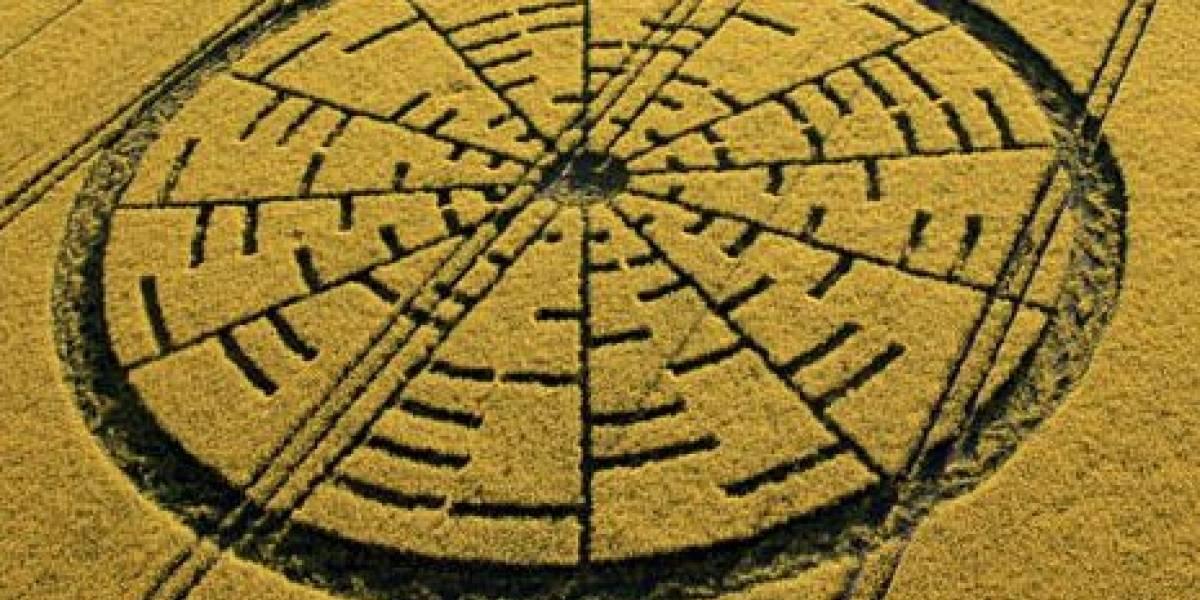 Aliens dibujan acertijo matemático en campo de trigo inglés
