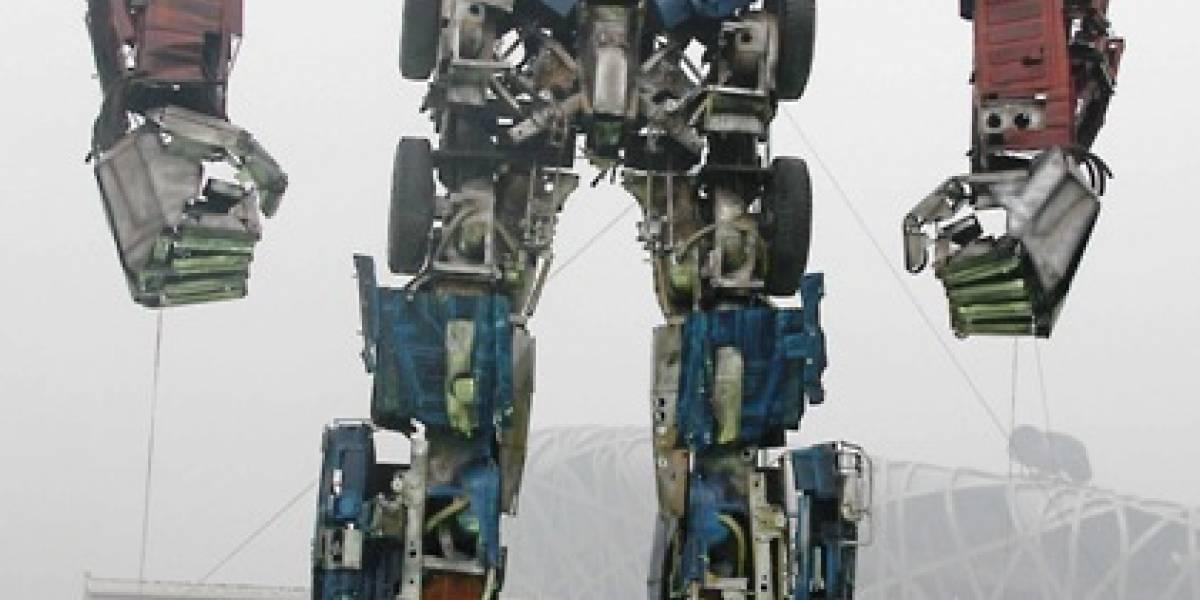 Transformer de chatarra de 10 metros fue instalado en Beijing