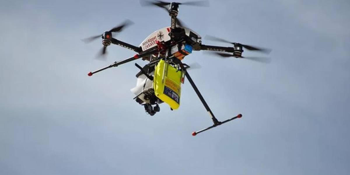 Dron capta extraños cuadrados de diversos colores flotando en el Océano Pacífico