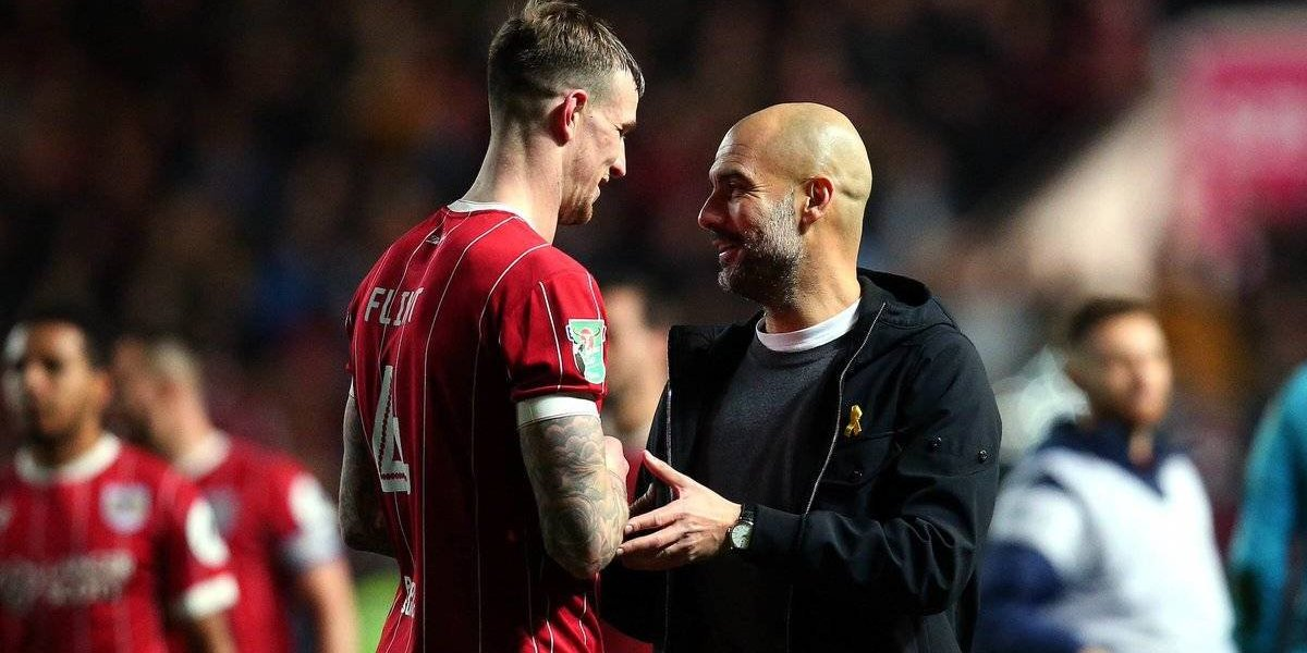 Pep Guardiola rechaza intercambiar su abrigo por playera de jugador
