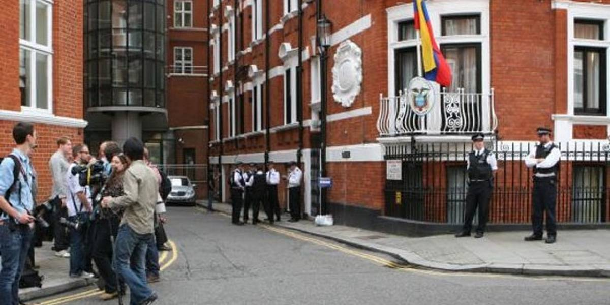 Policía de Londres se ha gastado una millonada en vigilar a Julian Assange