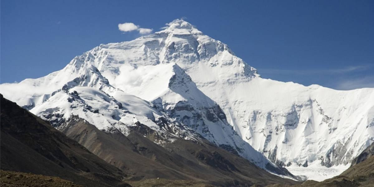 Realizan la primera llamada vía Skype desde la cima del Monte Everest