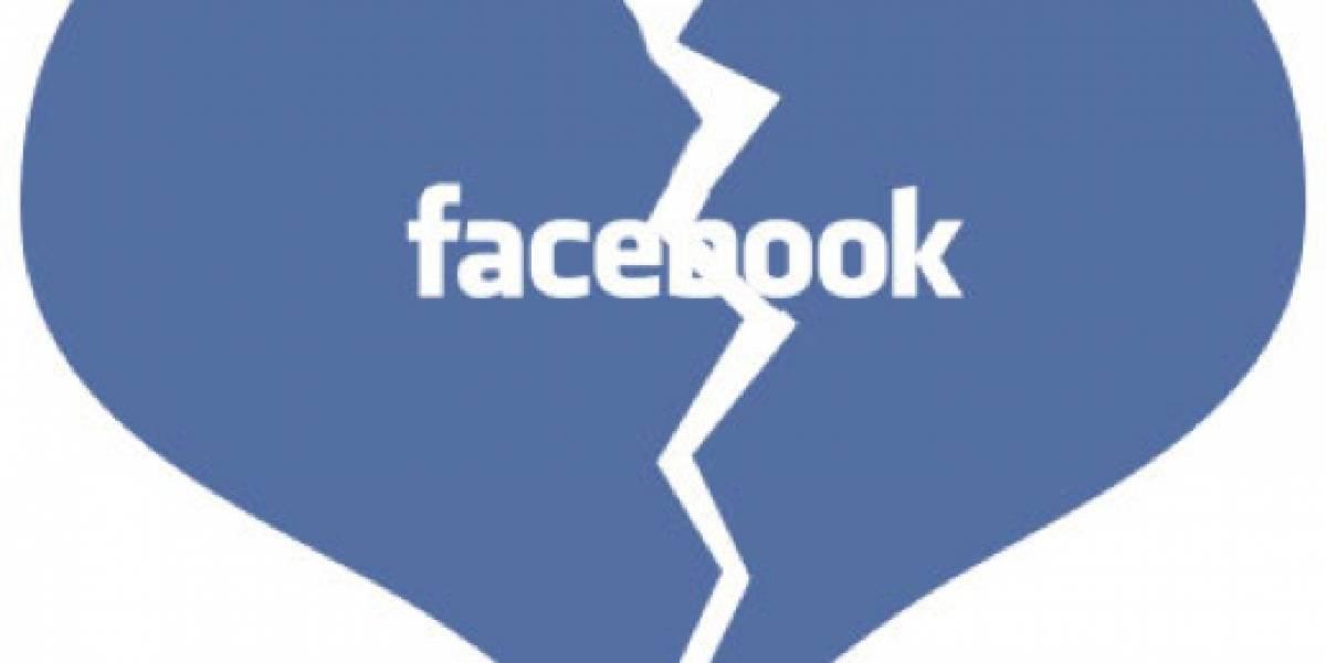 Fotos en Facebook revelan a marido bígamo
