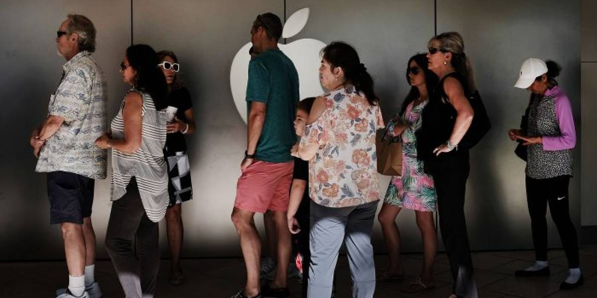 Apple Store en Zúrich es evacuada por explosión de batería de un iPhone