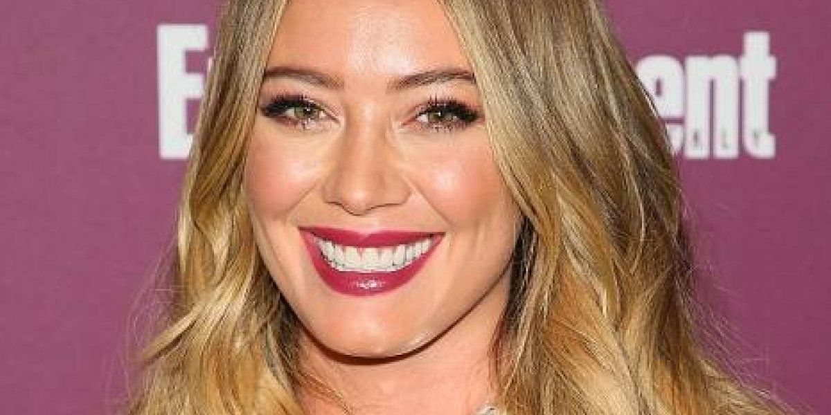 VIDEO. Hilary Duff desata rumores de embarazo al lucir misteriosa pancita