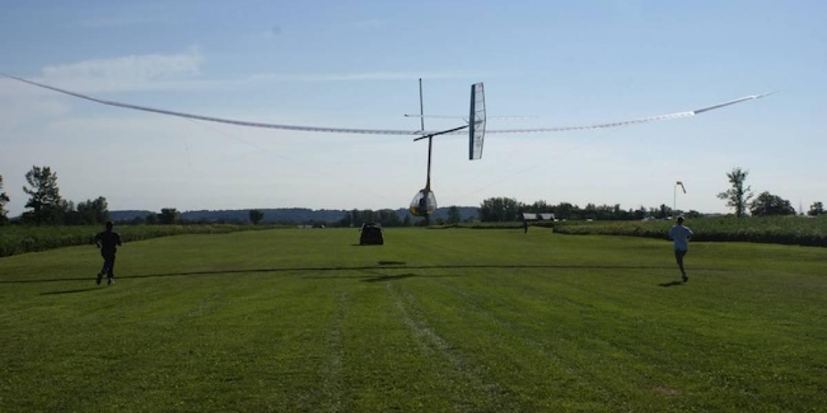 Construyen el primer ornitóptero a propulsión humana y que logra volar