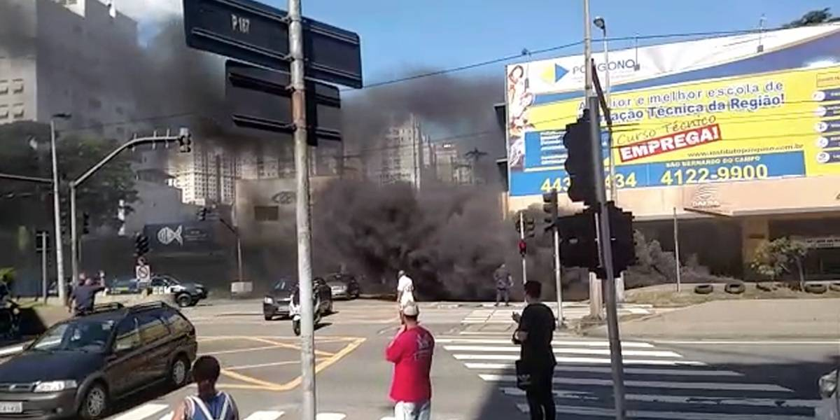 Incêndio bloqueia parte da avenida Faria Lima, em São Bernardo