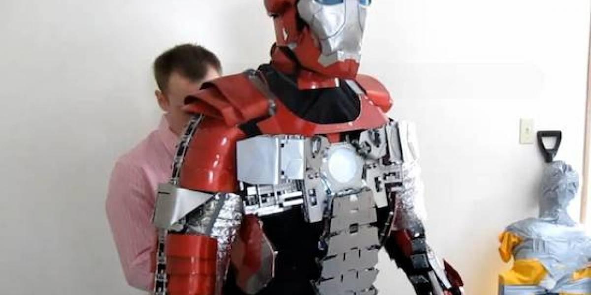 Armadura a escala de Iron Man que cabe en un portafolio